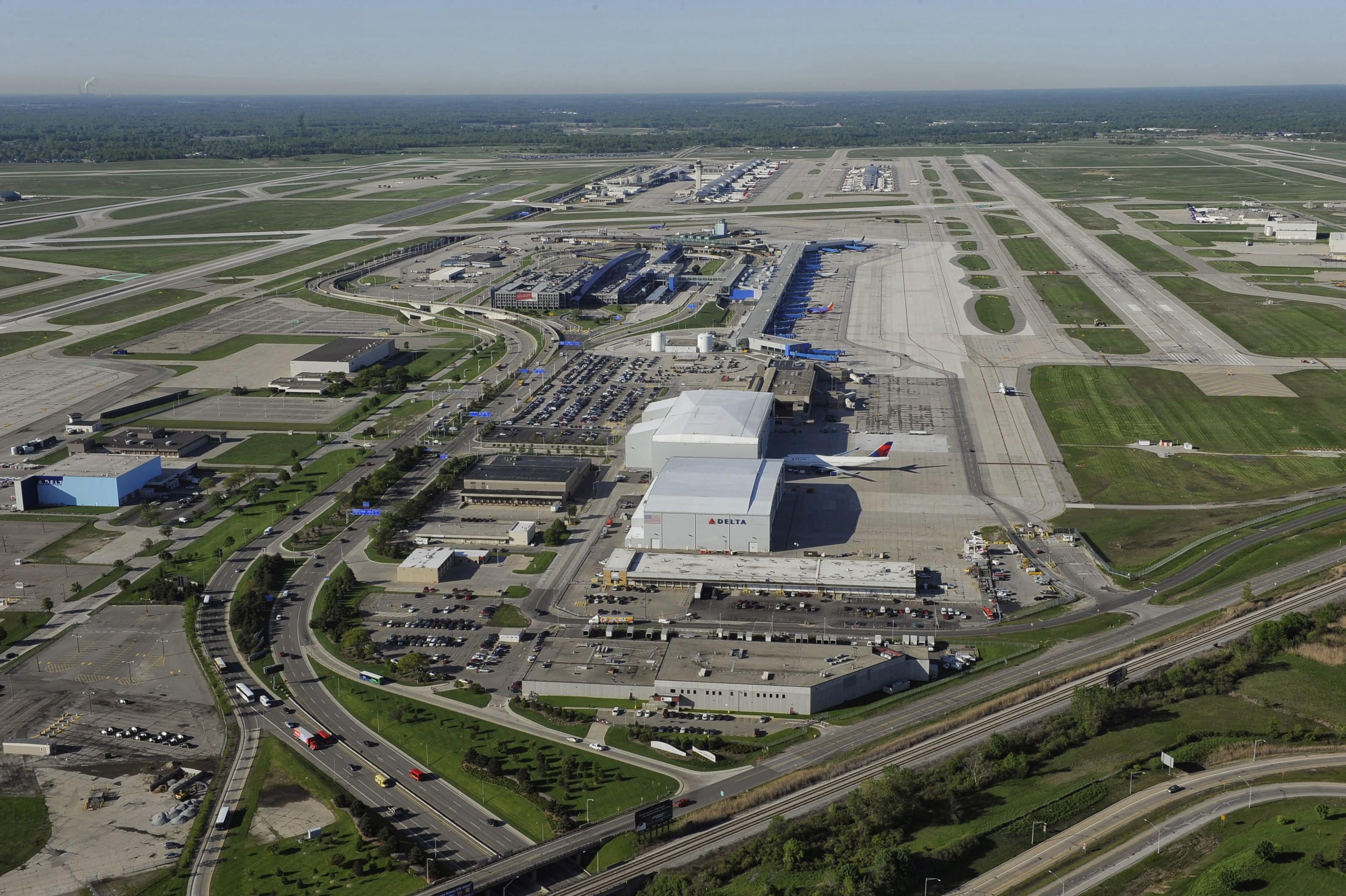 Detroit Metro Airport deal mixes new money and refunding | Bond Buyer