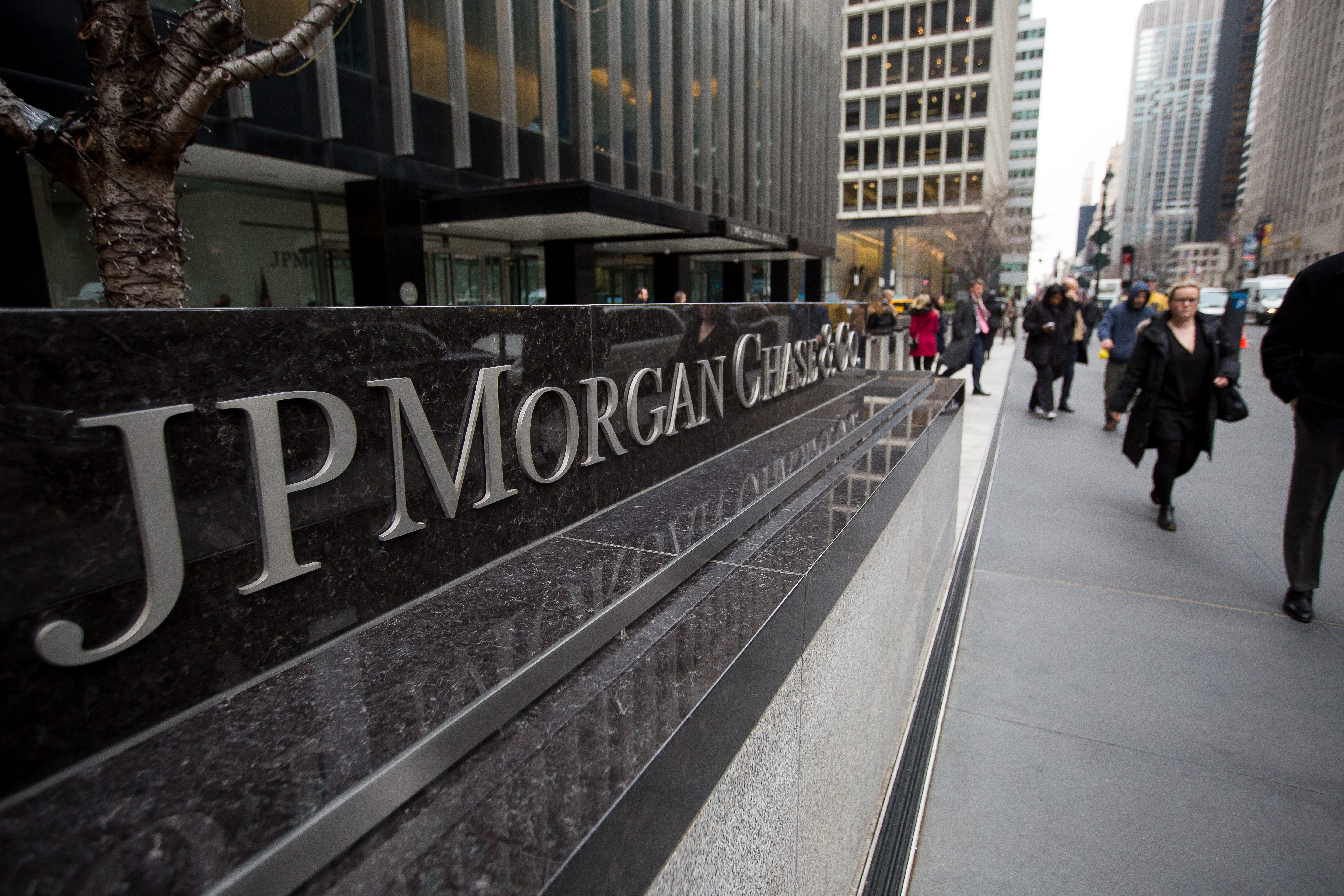 Jpmorgan Weighs Shifting Thousands Of Jobs Out Of New York Area American Banker