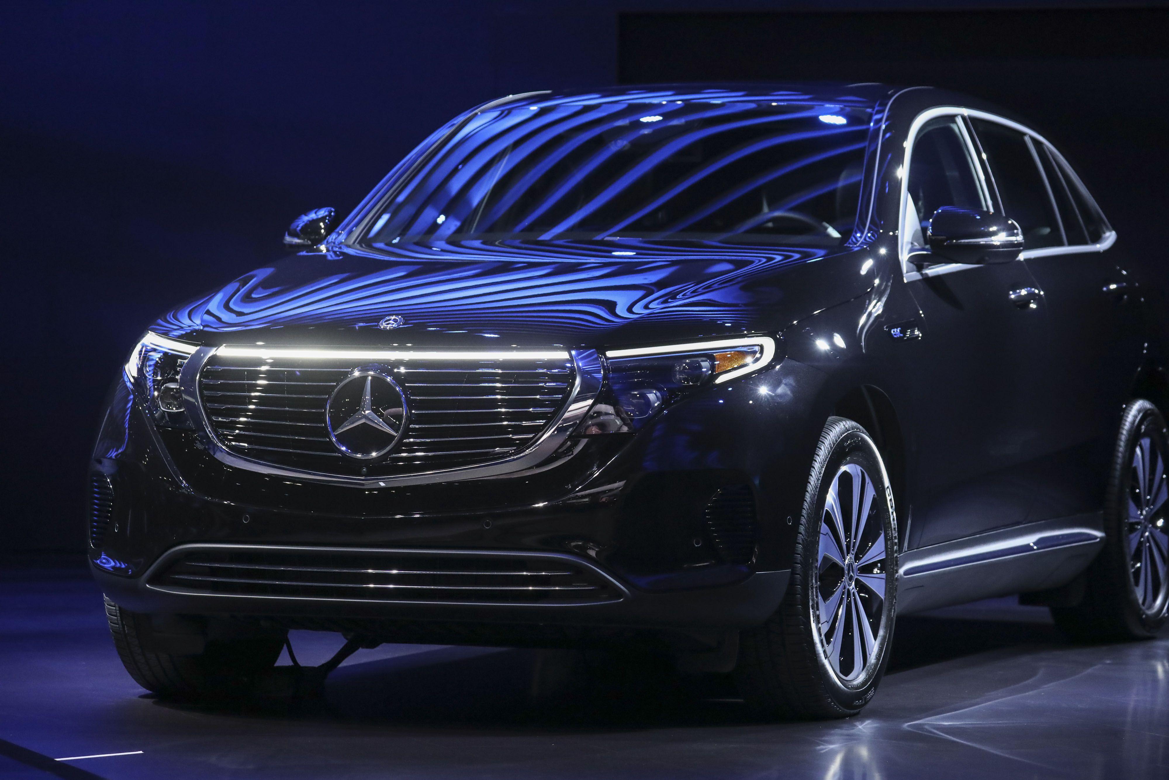 Mercedes-Benz Financial Services prices $1.01B prime auto ...