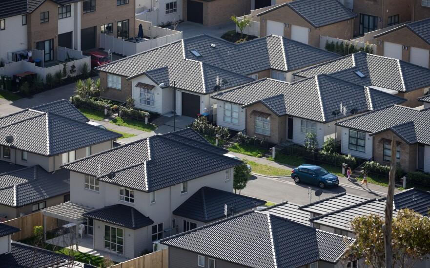 homes-suburbs-bl-072215.jpg