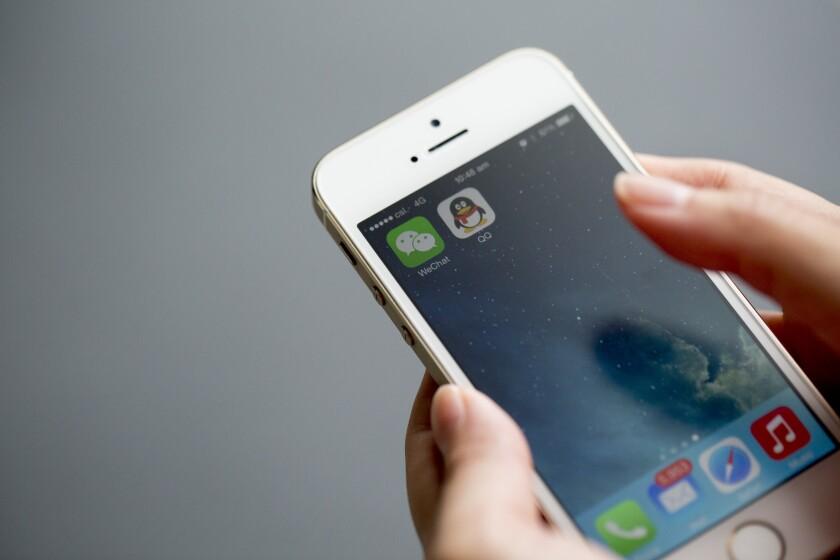 Cell Phone.App.Bloomberg.jpg