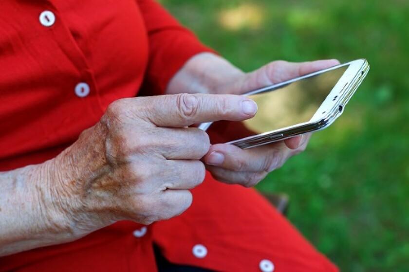 elderly-swipe-fotolia.jpg
