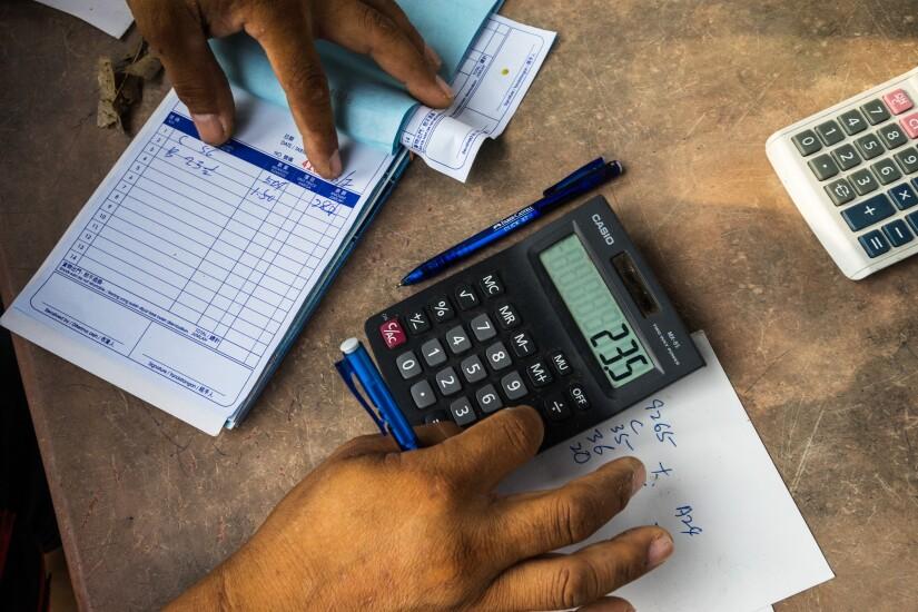 Bills invoice calculator by Bloomberg News