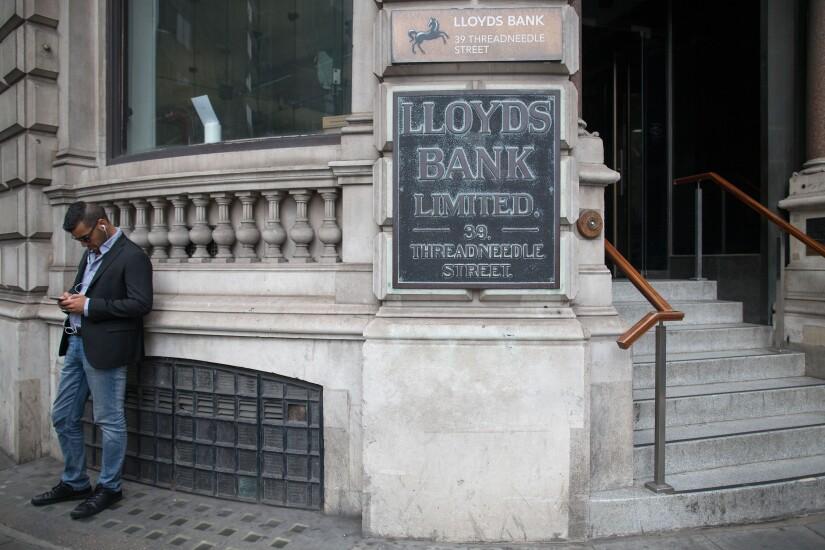 lloyds-bank-bl072816a