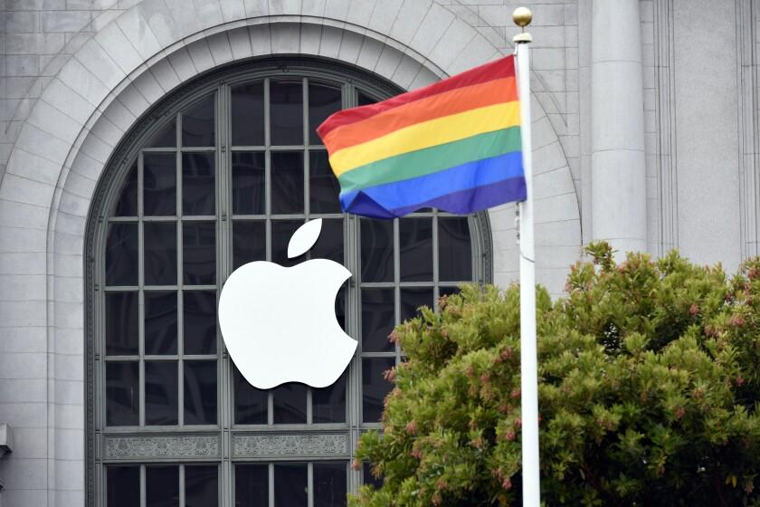 Apple.Pride.Bloomberg.6.18.19.jpg