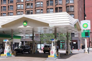 gas-station-chicago-istock-000027768369-large.jpg