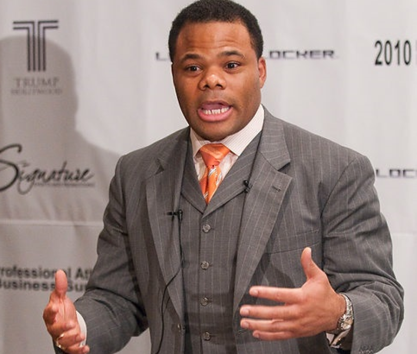 DaRayl Davis promoted himself as a money expert at the 2010 Professional Athlete Business Summit event in Hollywood, Florida.