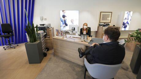 Deutsche Bank AG open after coronavirus