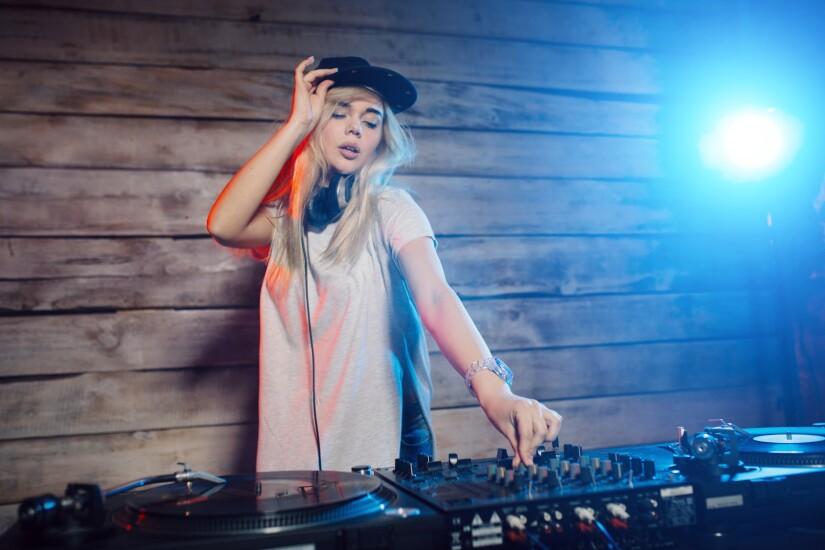 7. DJ.jpg
