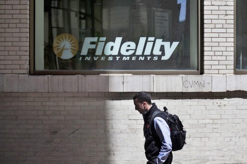 fidelity-investments-window-bloomberg