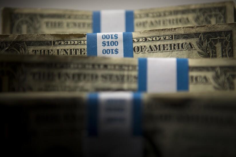 Cash-bloomberg.jpg