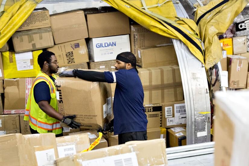 Employees.DHL.Bloomberg.jpg