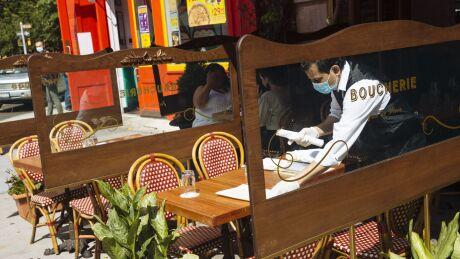boucherie-waiter-masked.jpg