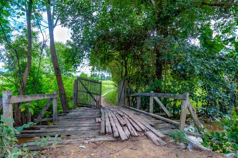 bridge-fence-in-disrepair-158246852-adobe.jpeg