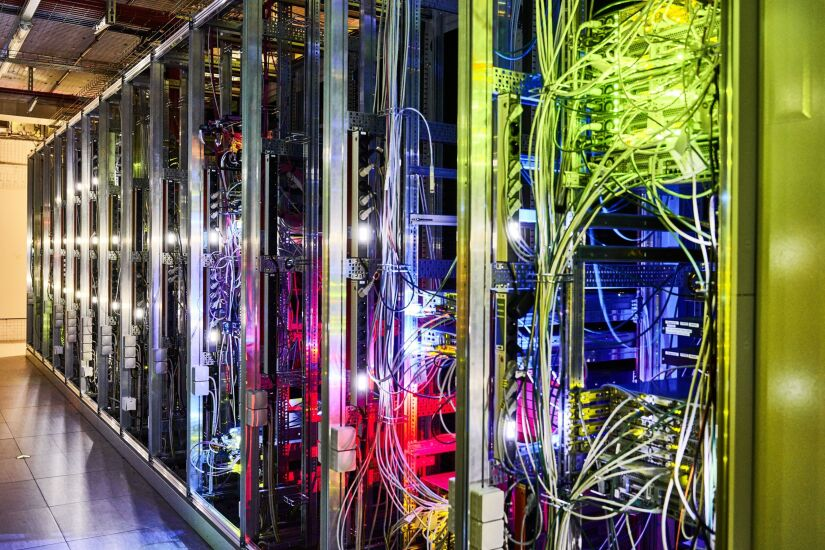 5g servers, data cables