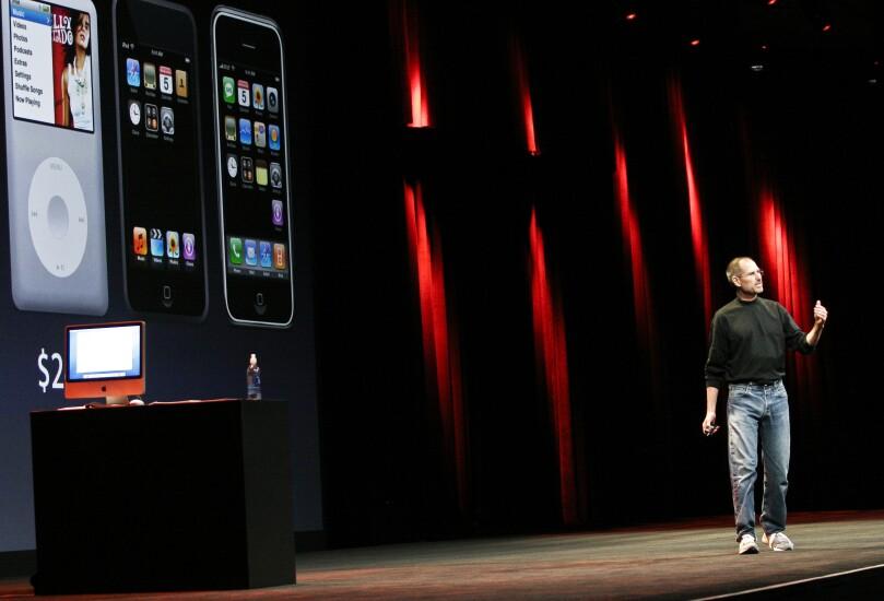 iphone-steve-jobs-2007-bl-090507a.jpg