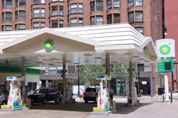 gas-station-chicago-istock-000027768369-large.jpg